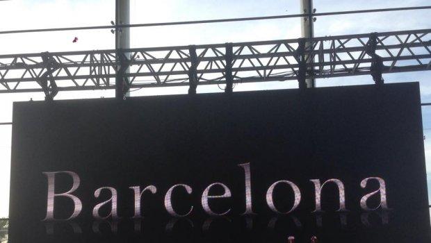 A aby sme sa nenudili tak večer ide v štýle Barcelona, Spain Cataluña v parádnom W Hotel Barcelona - Pool Bar W Hotels lebo keď sa firme darí,treba to osláviť...let´s get party started;))) a tu nemocnicu tentoraz nevyužijem,ale čo je brutálne,že kolóna trvala vyše hodiny,tam kde u nás ide ledva jeden skúter,v Španielsku vojdu dva a predsa nikto nezatrúbil ani raz;))).