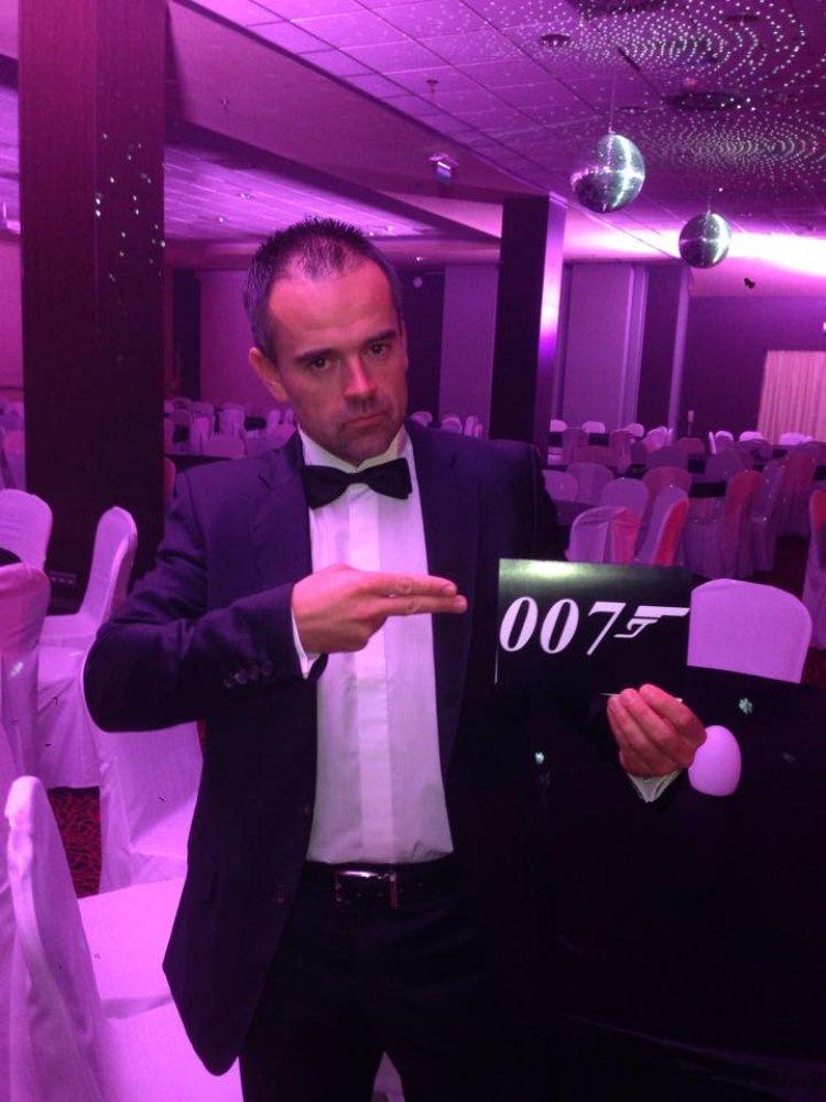 007 v akcii...celkom makačka robiť agenta;))