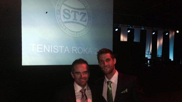 Z veľkých ankiet mi chýbal už len Tenista roka...dnes vyhral okrem Kaje Schmiedlovej aj týpek Martin Kližan,gratulujem...