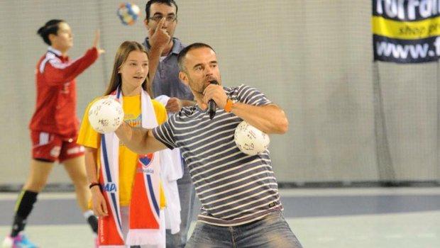 Dnes večer vám hádzanú hráme...škoda,že to včera našim ženám s Maďarkami nevyšlo...aspoň diváci vyhrali;)) Slovenský zväz hádzanej / Slovak Handball Federation Chemkostav Aréna European Handball Federation 2016 European Women's Handball Championship