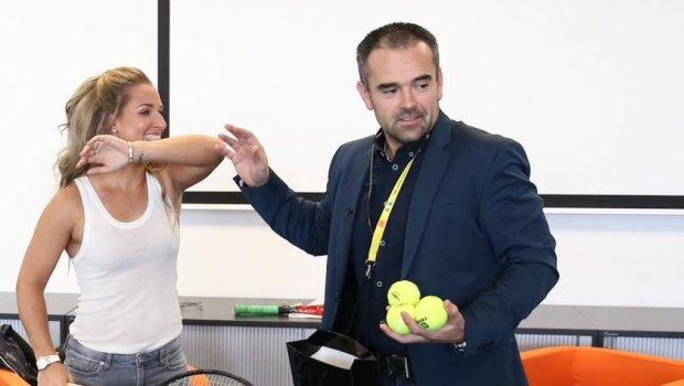 Za 14 dní sme s majsterkou sveta Dominika Cibulkova absolvovali Tennis Champions,Tenistu roka, prišla na HC SLOVAN Bratislava a na záver sme si strihli interaktívnu talkshow...Domča s tebou je radosť robiť;)))