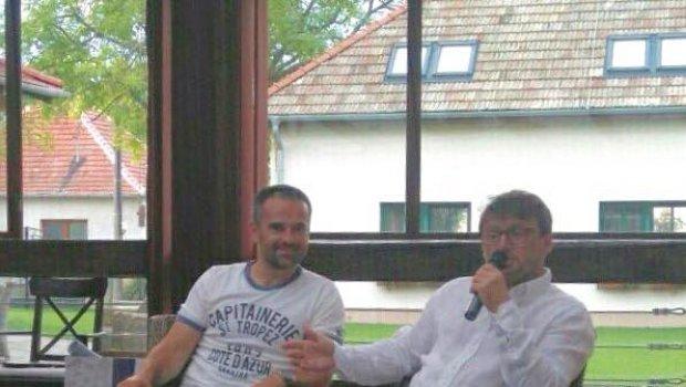 V Reštaurácia Pálenica Jelšovce si dnes v rámci teambuildingu šikovní manažéri vypočuli veľa zaujímavého od fenoména futbalu akým je určite Ľubomír Moravčík...