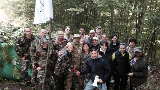 Army academy v horách...veľa šikovných vojačikov...