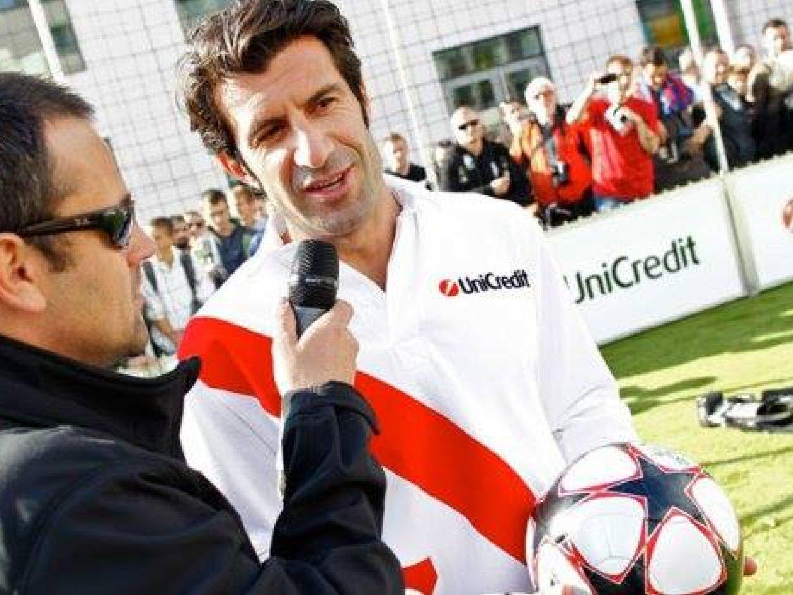 Luis Figo hral za Real aj Barcelonu cca rovnako dlho s podobným počtom zápasov...Komu bude fandiť zajtra v El clasicu??? vy to hlavne nezabudnite sledovať na Dajto a fandite tiež...